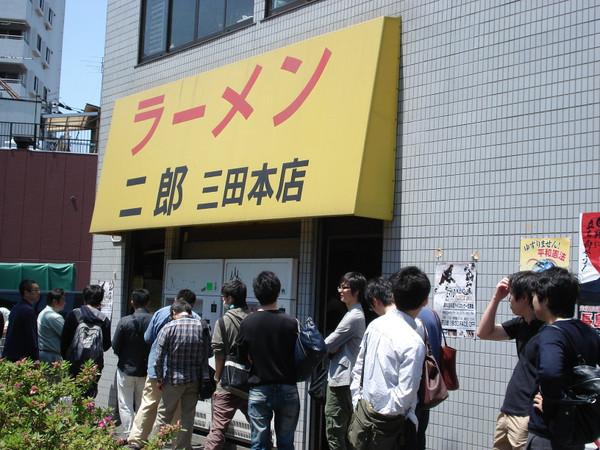 「ラーメン二郎 行列」の画像検索結果